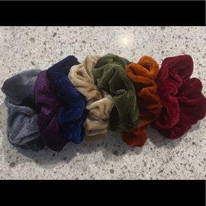🍩 7 New Velvet Scrunchies